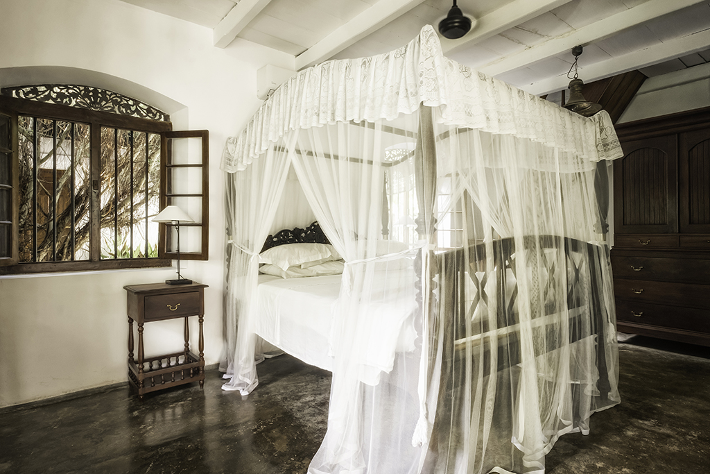 Master bedroom of Doctor House in Nisala Arana
